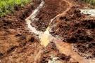 Vila Pavão continua com estradas destruídas pelas enchentes