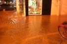 Chuva forte alaga ruas de Barra de São Francisco e deixa moradores preocupados com nova enchente