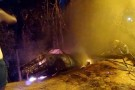 Carro pega fogo com motorista dentro, em rua de Colatina