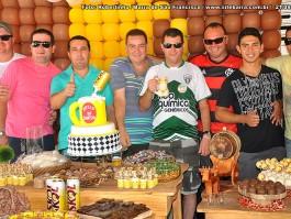 Sinésio comemora aniversário com clientes, amigos e familiares