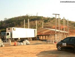 Estrutura para show de Eduardo Costa já está em Barra de São Francisco