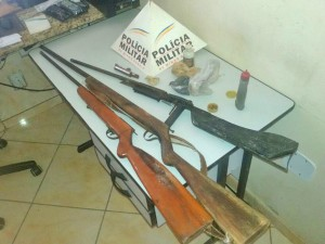 Três armas são apreendidas durante operação na zona rural de Mantena