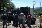 Caminhão tomba sobre carro e mata 4 pessoas em rodovia no Sul do ES
