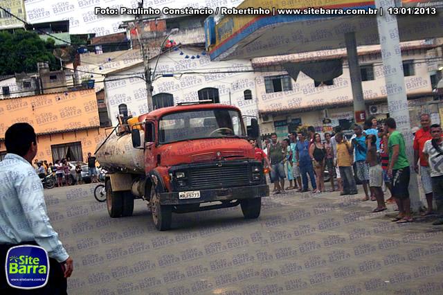 SiteBarra - Carros incendiados no posto de gasolina em Barra de Sao Francisco (100)