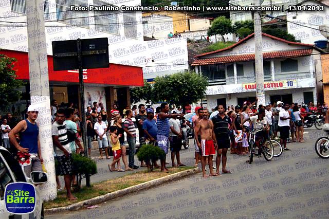 SiteBarra - Carros incendiados no posto de gasolina em Barra de Sao Francisco (104)