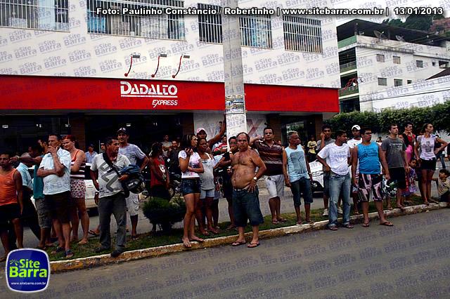 SiteBarra - Carros incendiados no posto de gasolina em Barra de Sao Francisco (109)