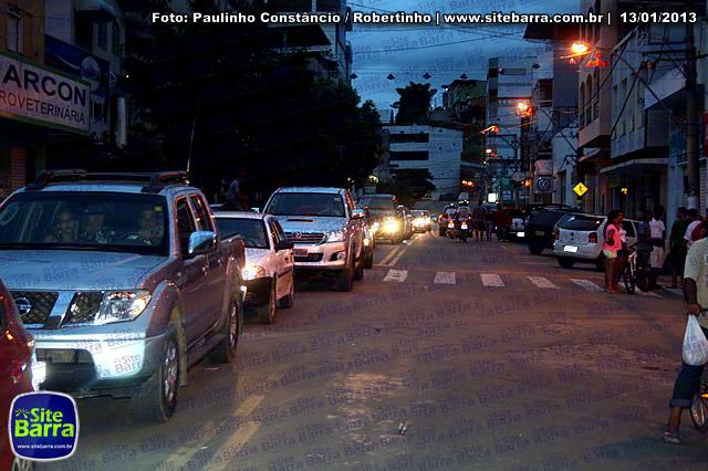SiteBarra - Carros incendiados no posto de gasolina em Barra de Sao Francisco (11)