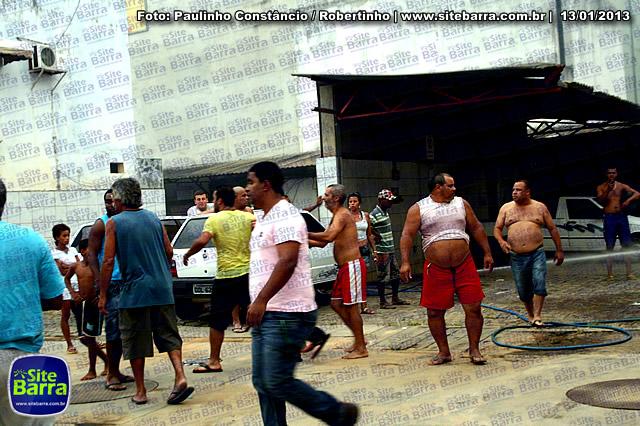 SiteBarra - Carros incendiados no posto de gasolina em Barra de Sao Francisco (114)