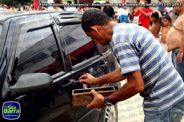 SiteBarra - Carros incendiados no posto de gasolina em Barra de Sao Francisco (125)