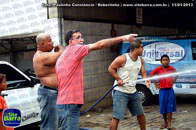 SiteBarra - Carros incendiados no posto de gasolina em Barra de Sao Francisco (129)