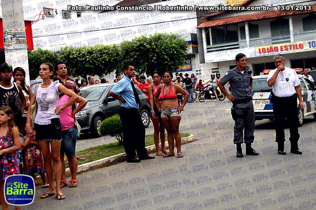 SiteBarra - Carros incendiados no posto de gasolina em Barra de Sao Francisco (130)