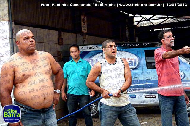 SiteBarra - Carros incendiados no posto de gasolina em Barra de Sao Francisco (138)