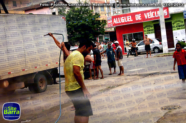 SiteBarra - Carros incendiados no posto de gasolina em Barra de Sao Francisco (139)