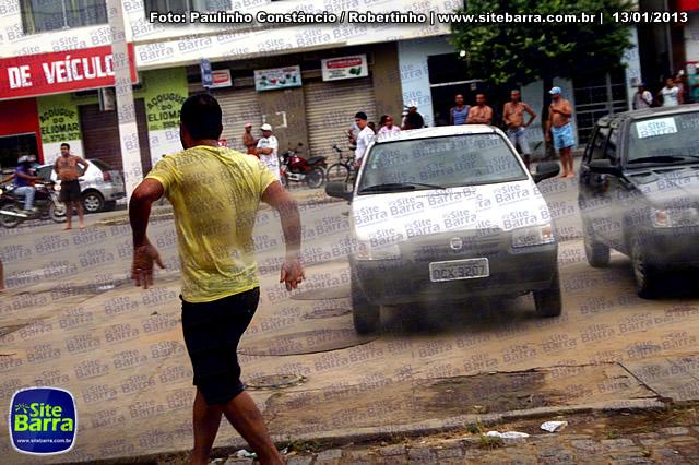 SiteBarra - Carros incendiados no posto de gasolina em Barra de Sao Francisco (140)