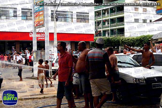 SiteBarra - Carros incendiados no posto de gasolina em Barra de Sao Francisco (144)