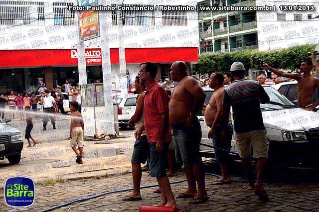 SiteBarra - Carros incendiados no posto de gasolina em Barra de Sao Francisco (145)