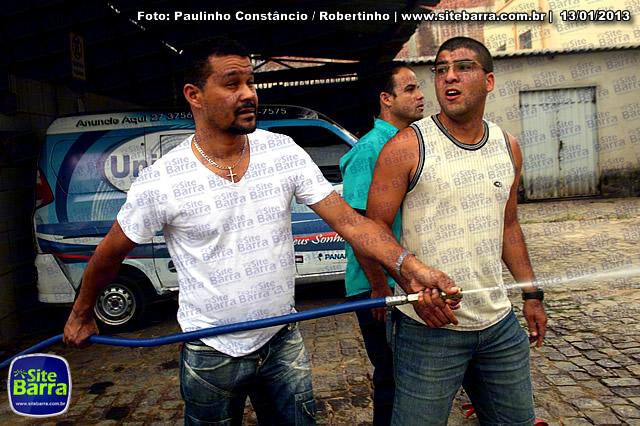 SiteBarra - Carros incendiados no posto de gasolina em Barra de Sao Francisco (151)