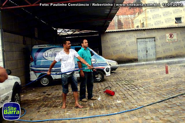 SiteBarra - Carros incendiados no posto de gasolina em Barra de Sao Francisco (152)