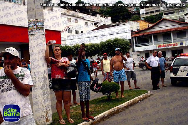 SiteBarra - Carros incendiados no posto de gasolina em Barra de Sao Francisco (157)