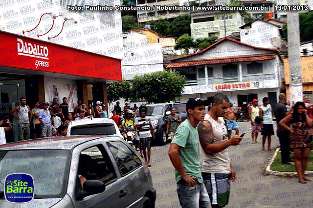 SiteBarra - Carros incendiados no posto de gasolina em Barra de Sao Francisco (160)