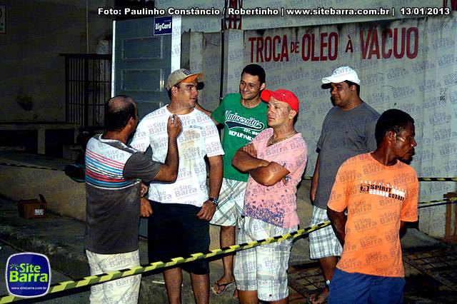 SiteBarra - Carros incendiados no posto de gasolina em Barra de Sao Francisco (17)