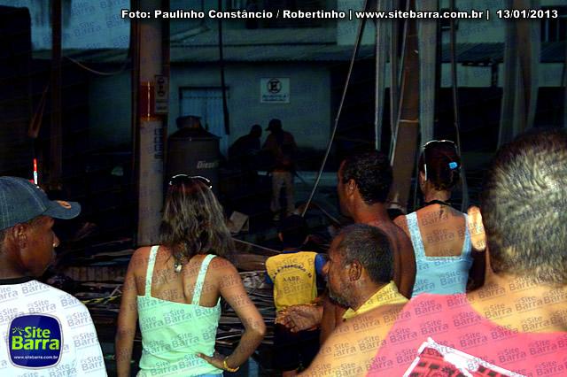 SiteBarra - Carros incendiados no posto de gasolina em Barra de Sao Francisco (21)
