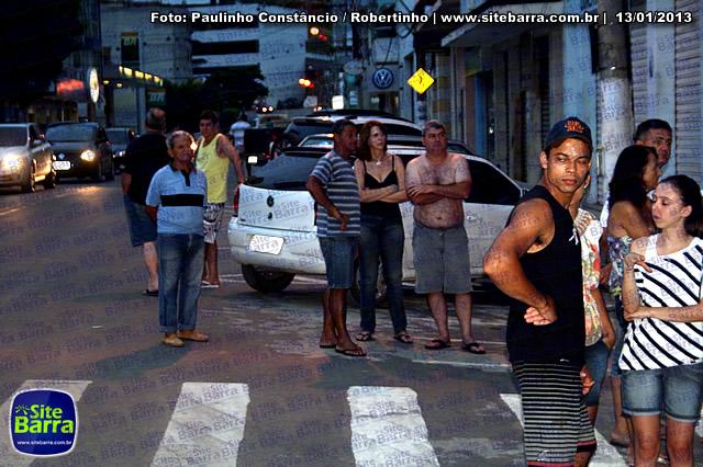 SiteBarra - Carros incendiados no posto de gasolina em Barra de Sao Francisco (27)