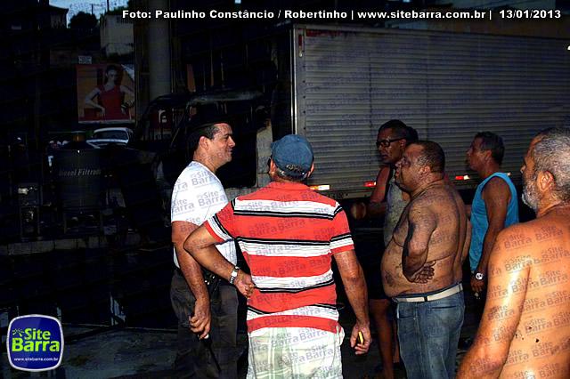 SiteBarra - Carros incendiados no posto de gasolina em Barra de Sao Francisco (37)