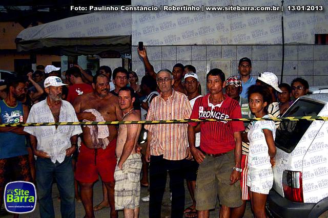 SiteBarra - Carros incendiados no posto de gasolina em Barra de Sao Francisco (39)