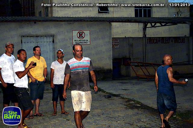 SiteBarra - Carros incendiados no posto de gasolina em Barra de Sao Francisco (40)