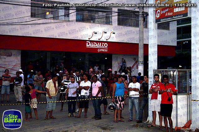 SiteBarra - Carros incendiados no posto de gasolina em Barra de Sao Francisco (42)