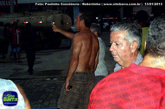 SiteBarra - Carros incendiados no posto de gasolina em Barra de Sao Francisco (43)