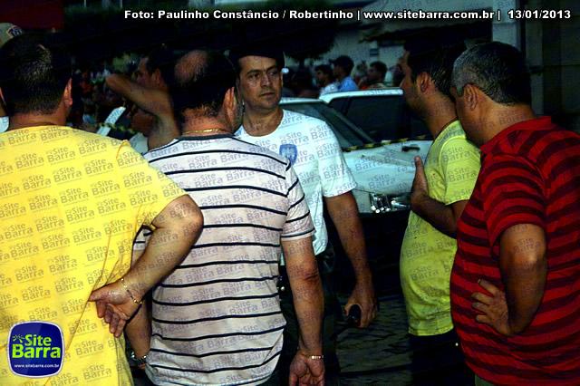 SiteBarra - Carros incendiados no posto de gasolina em Barra de Sao Francisco (44)