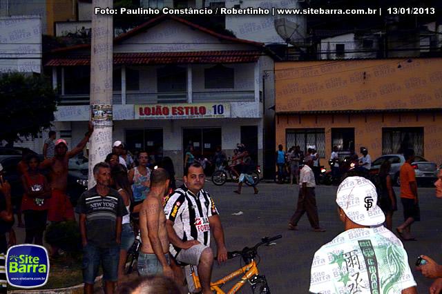 SiteBarra - Carros incendiados no posto de gasolina em Barra de Sao Francisco (48)