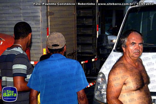 SiteBarra - Carros incendiados no posto de gasolina em Barra de Sao Francisco (50)