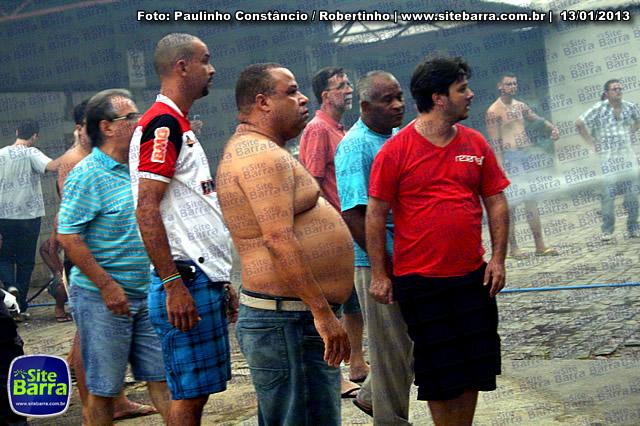 SiteBarra - Carros incendiados no posto de gasolina em Barra de Sao Francisco (95)