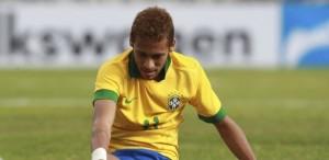 06abr2013---neymar-fica-caido-no-chao-durante-amistoso-entre-brasil-e-bolivia-em-santa-cruz-de-la-sierra-1365286383272_615x300
