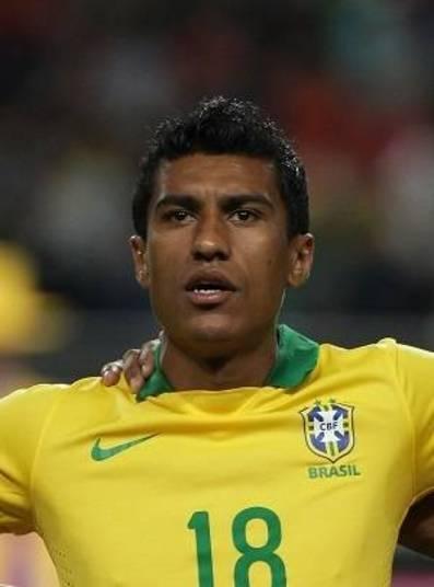 Paulinho ganhava cerca de R$ 400 mil por mês no Corinthians. Quando foi para o Tottenham, da Inglaterra, o jogador fechou contrato com salário de R$ 12 milhões anuais
