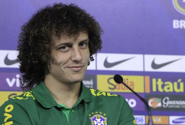 Companheiro de zaga de Thiago na seleção, David Luiz embolsa R$ 418 mil por mês no Chelsea