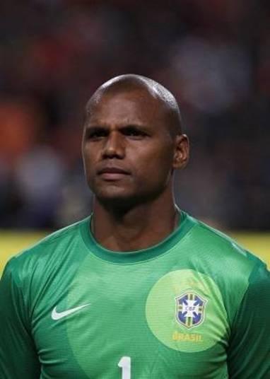 Quando voltou ao Botafogo, em 2009, Jefferson faturava R$ 100 mil. Com o bom rendimento no alvinegro e as convocações para a seleção, o atleta  aumentou a pedida e, hoje, ganha R$ 250 mil