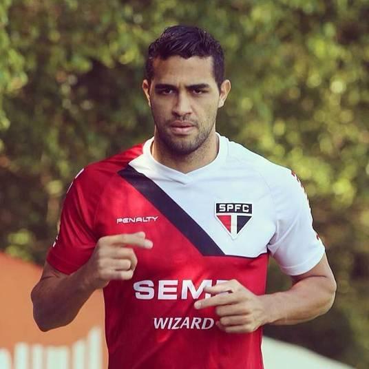 Alan Kardec acaba de trocar o Palmeiras pelo São Paulo. No Morumbi, o centroavante ganhará R$ 350 mil por mês