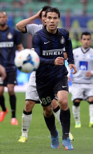 Quando se transferiu da Lazio para a Inter de Milão, Hernanes pediu R$ 800 mil mensais (R$ 9,6 por temporada) para defender o clube