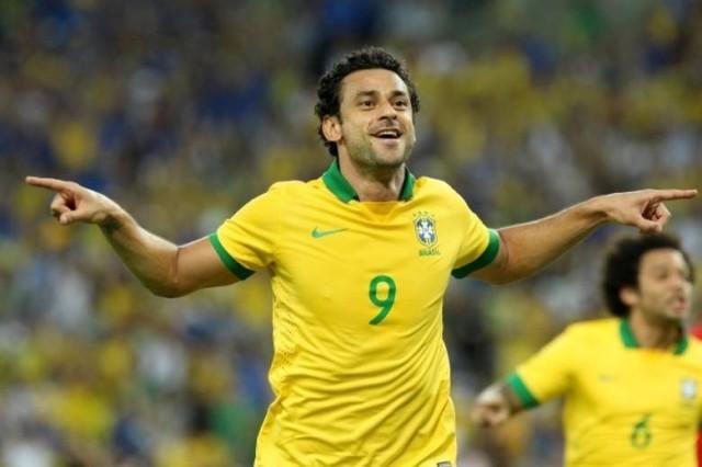 Fred é um dos jogadores que mais ganham dinheiro no Brasil. O Fluminense paga a ele R$ 750 mil mensais. Mesmo com a bolada, o atacante fez questão de pedir um aumento salarial ao Tricolor.