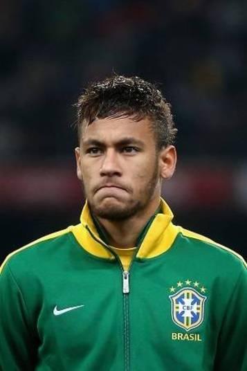 Neymar é a grande estrela do time e, claro, o que mais ganha dinheiro. Por temporada, o atacante do Barcelona coloca na conta, segundo a revista francesa France Football, cerca de R$ 60 milhões por ano só de salário, cerca de R$ 5 milhões mensais